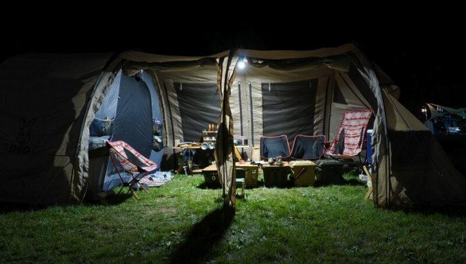 クレイモア ウルトラ プラス Mの明るさ 大型テント内