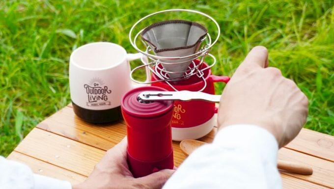 カフラーノのコーヒーミル(クラインダー)でコーヒーを淹れる3 ハンドルを回す