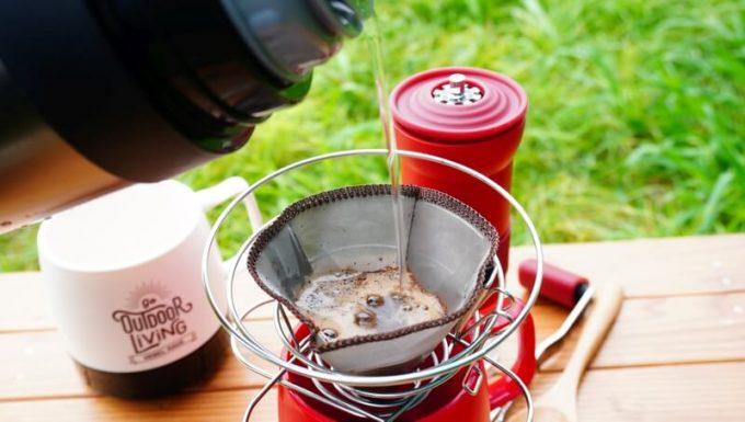 カフラーノのコーヒーミル(クラインダー)でコーヒーを淹れる7 コーヒーをドリップ