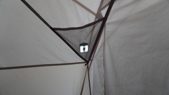 クレイモア キャップオン 40Bをテントの天井メッシュに入れて使う