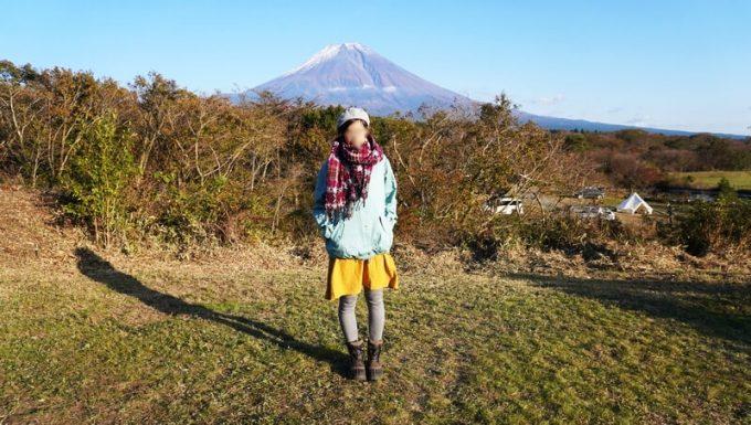 秋キャンプ女性服装