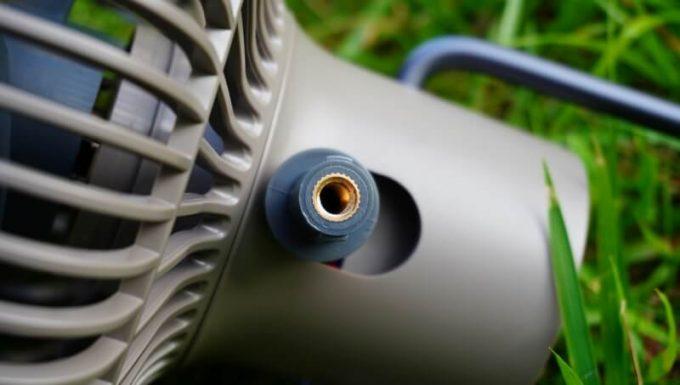 クレイモア「CLAYMORE FAN V600」はカメラ用ネジ穴付き