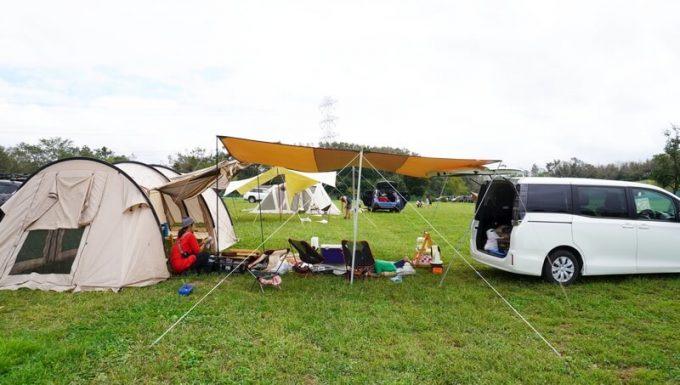 テントとタープと車をを連結
