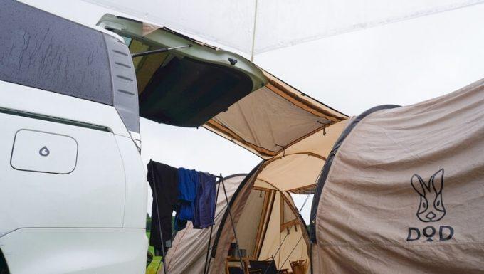 テントのキャノピーと車を連結