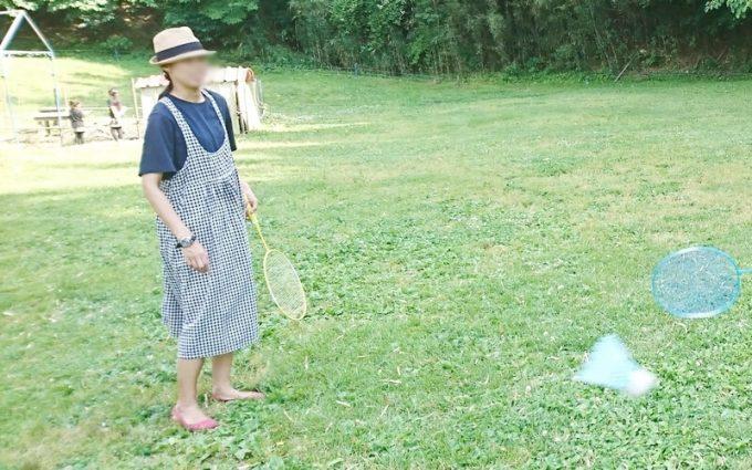 春キャンプ女性服装ワンピースでも子供と遊べる