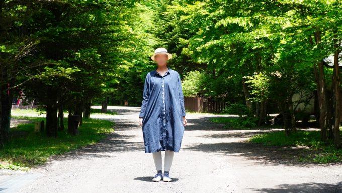 春キャンプ女性服装日焼け対策に長袖ワンピース