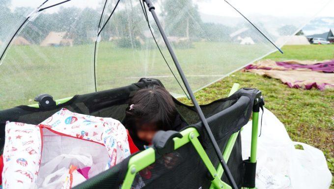 キャリーワゴンで雨宿り