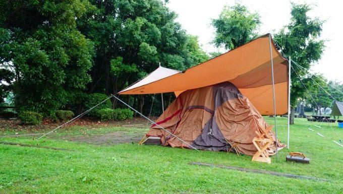 夕立・にわか雨に降られたテントとタープ