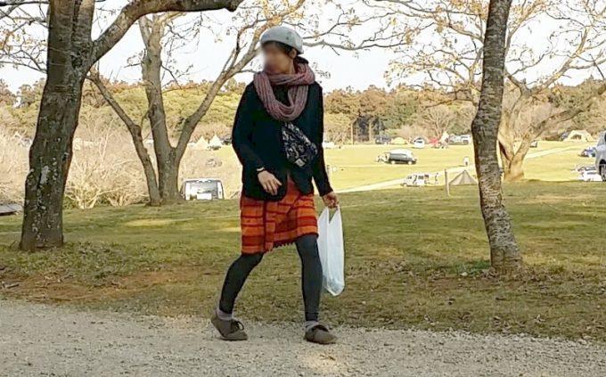 秋キャンプ女性服装ワンピースでキャンプ挑戦中