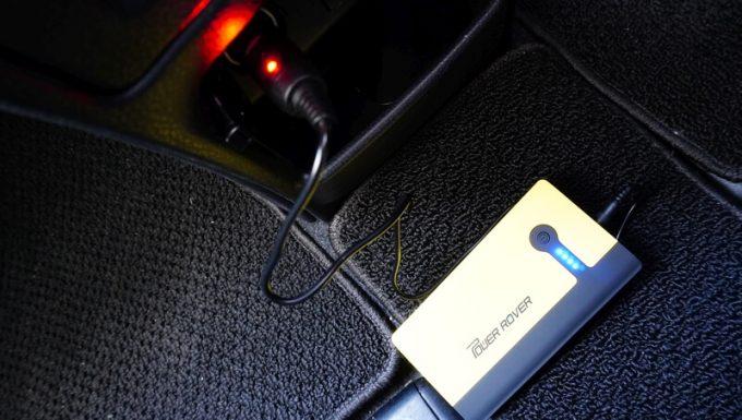 パワーローバーを車のシガーソケットで充電