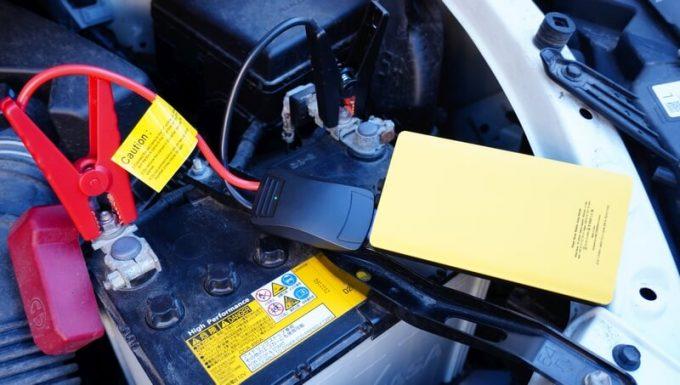 パワーローバーとジャンプケーブルを車のバッテリーに接続