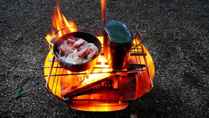 飯盒炊飯とダッチオーブンでカレー