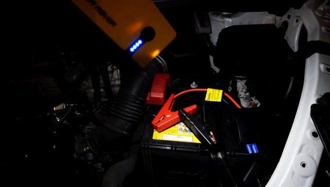 パワーローバーのLEDでボンネット内を照らす
