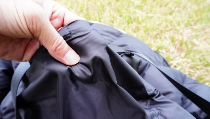 リロア ダウンジャケットの裏生地の厚さ