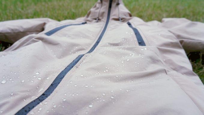 リロア ダウンジャケットの撥水性