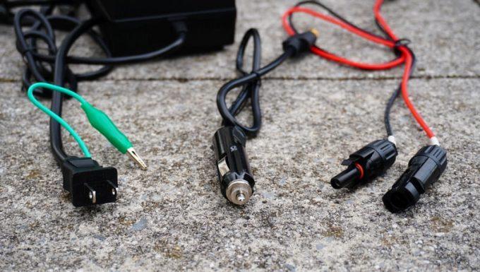 ブルーティ(BLUETTI)AC200の3種の充電ケーブル