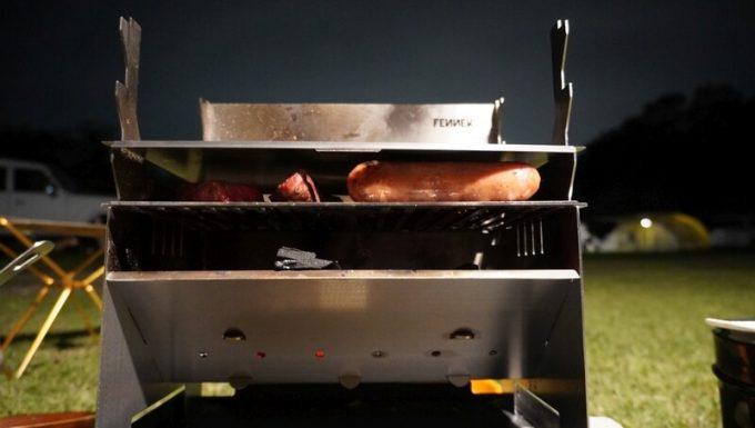フェネック グリルで蓋をして肉を焼く