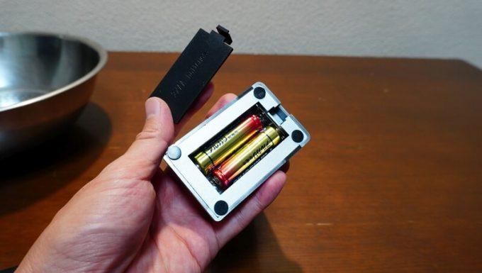 イージースモーカーに電池を入れる