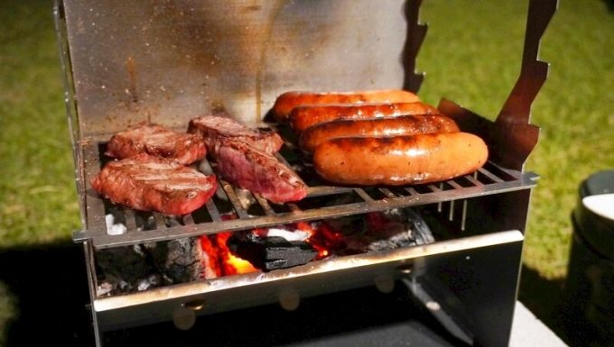 フェネック グリルで焼いた肉とウィンナー