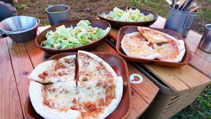 朝食はラプ家で焼いたピザ