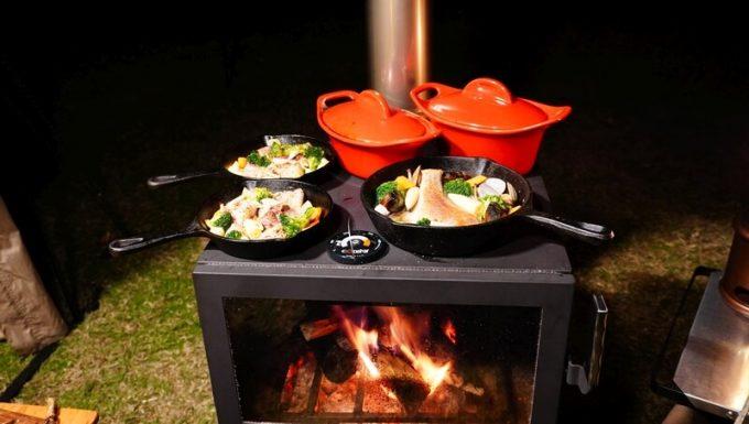 薪ストーブ BLISSの天板で料理を保温