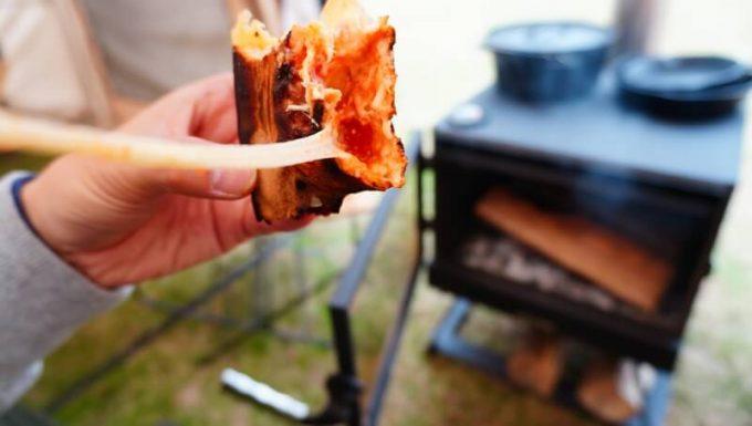 薪ストーブ BLISSで焼いたピザのチーズ
