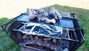 ラプカの焼き網と長尺鉄板でピザを焼く方法