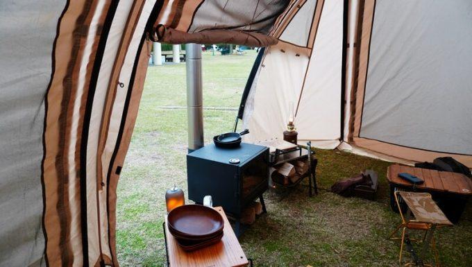 薪ストーブ BLISSをテントに半分入れる