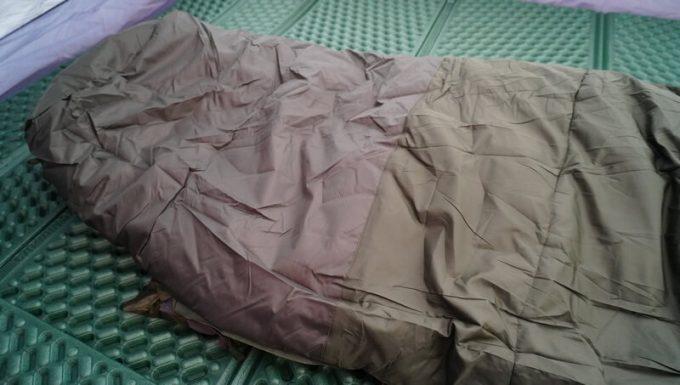 スナグパック ソフティーエリートシリーズはブーツで寝袋に入れるように生地が補強されている