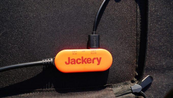 Jackeryのソーラーパネル(SolarSaga100)の出力端子