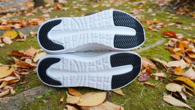 V-TEXニットスニーカーの靴底の模様