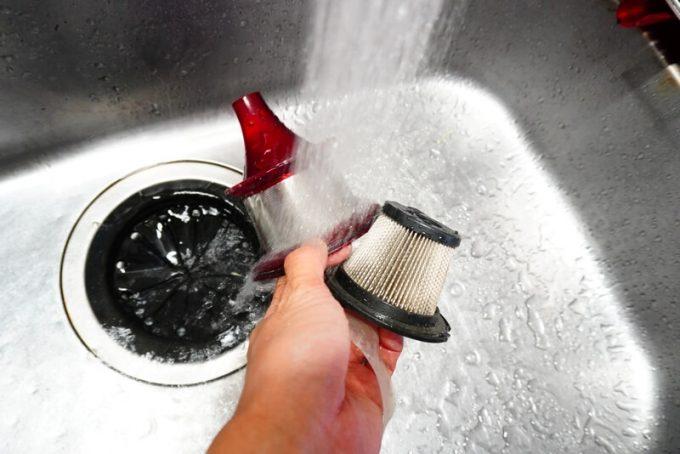 コードレスサイクロン掃除機(CYC001)のフィルターを水洗い