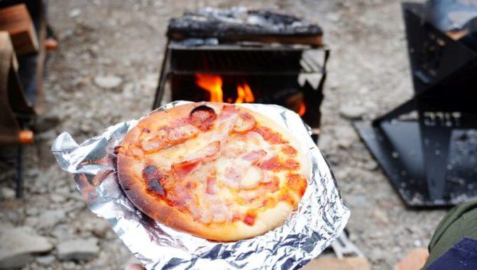 FENNECKグリルで焼いたピザ