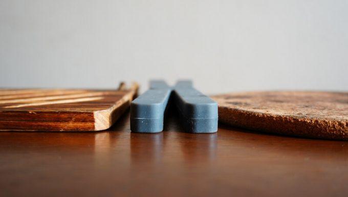 折りたたみ式耐熱シリコン鍋敷と他の鍋敷きの高さを比較