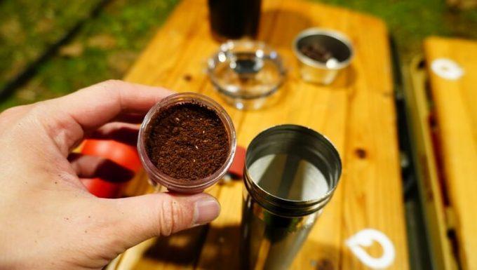 マスターマインド コールドブリュー タンプラーで水出しコーヒーを淹れる手順 コーヒー粉