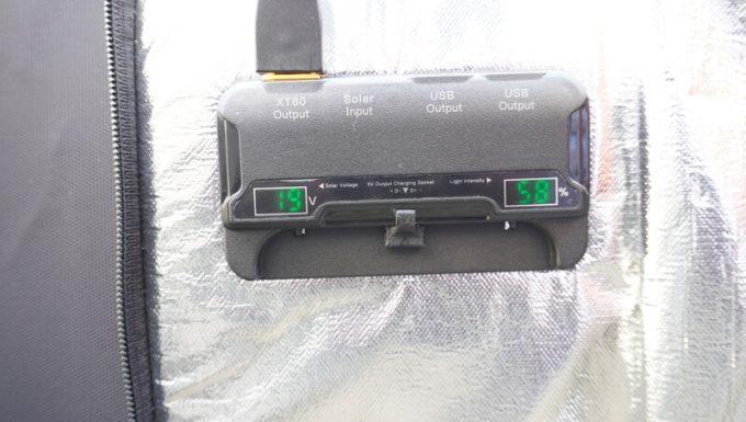 アイパー(Aiper)ソーラーパネル160W SP160の液晶パネル表示