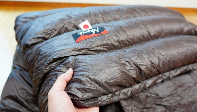 ナンガ(NANGA)の封筒寝袋の質感