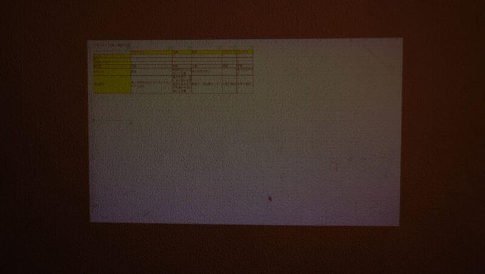 ミニスマートプロジェクターでエクセルを表示