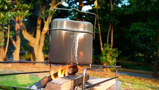 飯盒炊飯 沸騰して水が吹きこぼれる