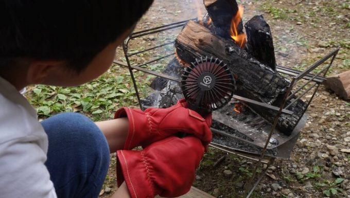 アウトドア手袋 Elmer Joy 子供が火吹き
