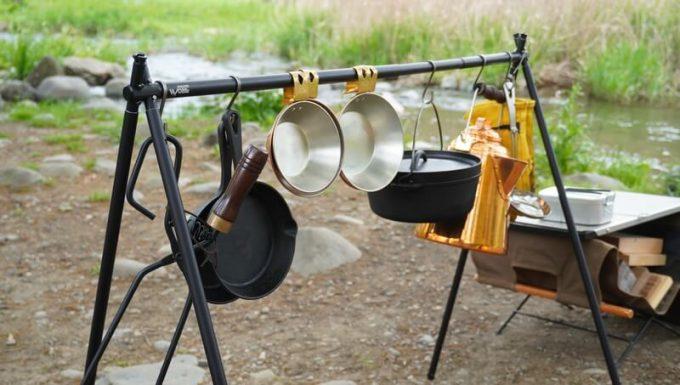 SINANO WORKSの焚き火ハンガーSNIPE HANGERに焚き火道具を吊るす