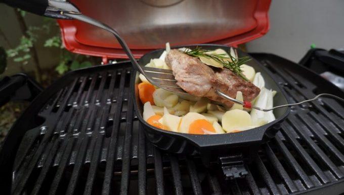 Weberのアクセサリ Qフライパンで煮込み料理