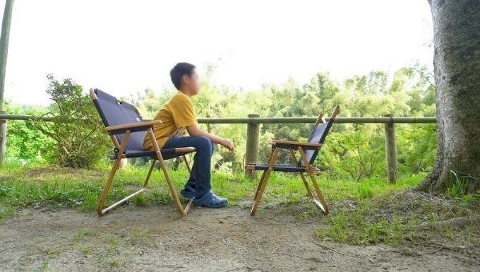Naturehikeダブルフォールディングチェアに子供が座る