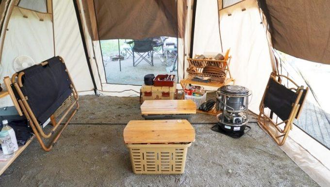 Naturehikeダブルフォールディングチェアをテント内で畳む