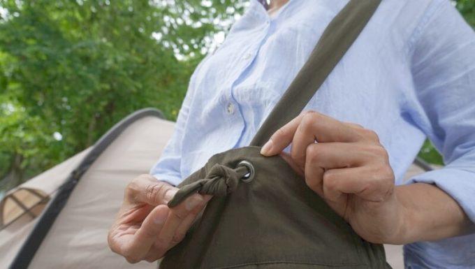 サニークラウズのウェーダーパンツの肩紐が調整できる