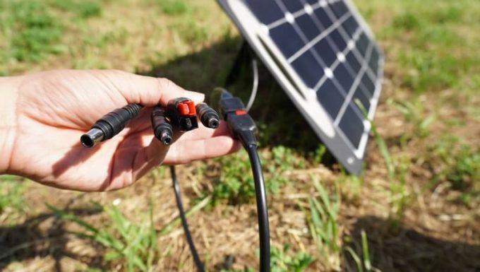 AlphaESSのソーラーパネルの出力端子
