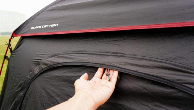 KAZUMI ブラックコットテントのジッパーの雨対策 後ろ2