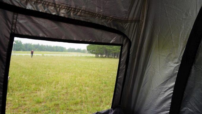 KAZUMI ブラックコットテントのジッパーの雨対策 横 裏側
