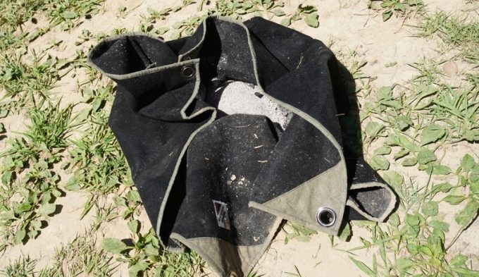 焚き火シート MATERIUM SHEETてせ灰を包む
