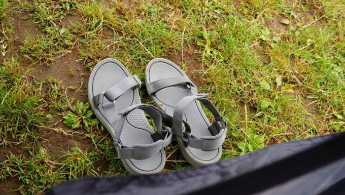 KAZUMI ブラックコットテントで脱いだ靴